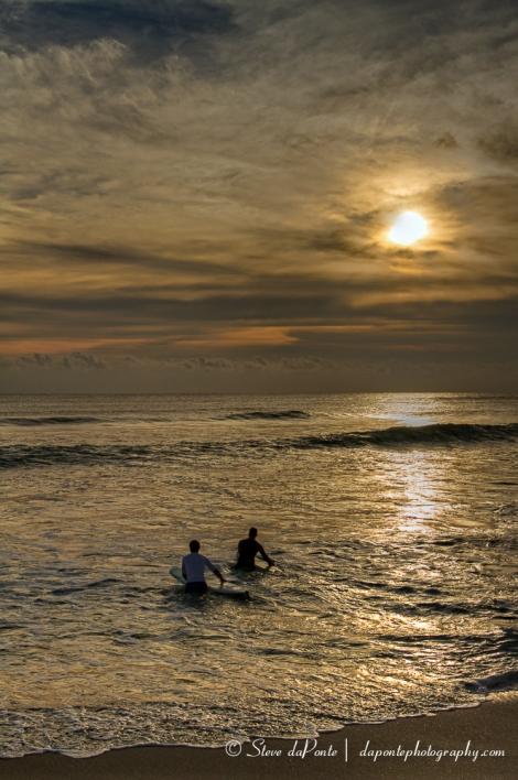 steve_daponte_waves_surfers